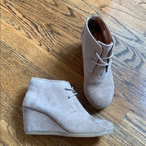 TOMS suede ankle lace up booties, 6.5